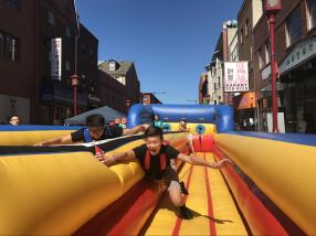 Si Hong (278) and John Dang (278) competing at the bungee run. Who will win?