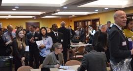 Students and alumni mingle in the Spain Conference Center. PC: Ernesto Estremera (278)